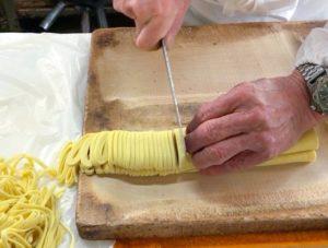 園食堂 タンメンの麺は店主による裁断