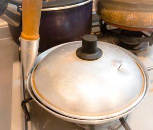 1から作るカツ丼 園食堂で30年使用されていた親子鍋