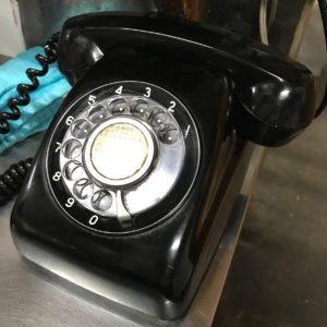 園食堂 現役黒電話